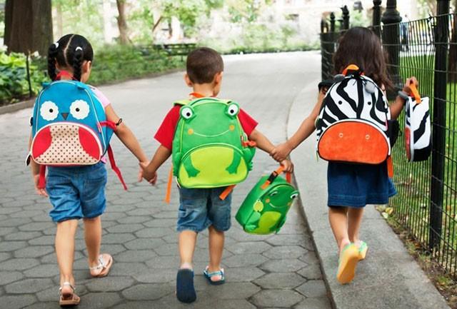 Mẹ gửi bé đến trường mẫu giáo kèm theo 2 tờ yêu cầu dài dằng dặc, cô giáo đọc xong liền đáp trả khiến người mẹ sững sờ - Ảnh 4.