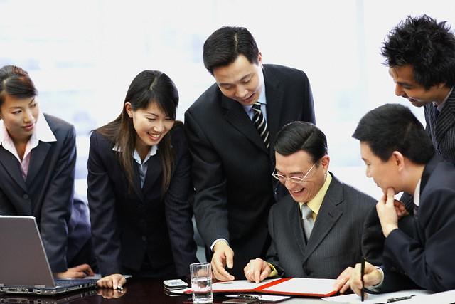 Muốn sếp tán dương và ủng hộ, một nhân viên cần làm đúng theo 6 nguyên tắc sau - Ảnh 2.