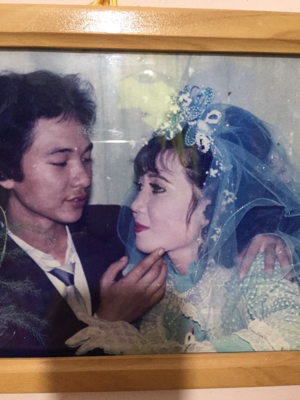 29 năm trước người đàn ông quyết cãi lời tất cả để cưới cô gái hàng xóm, nhìn nhan sắc cô dâu thì ai nấy cũng hiểu phần nào lý do 3