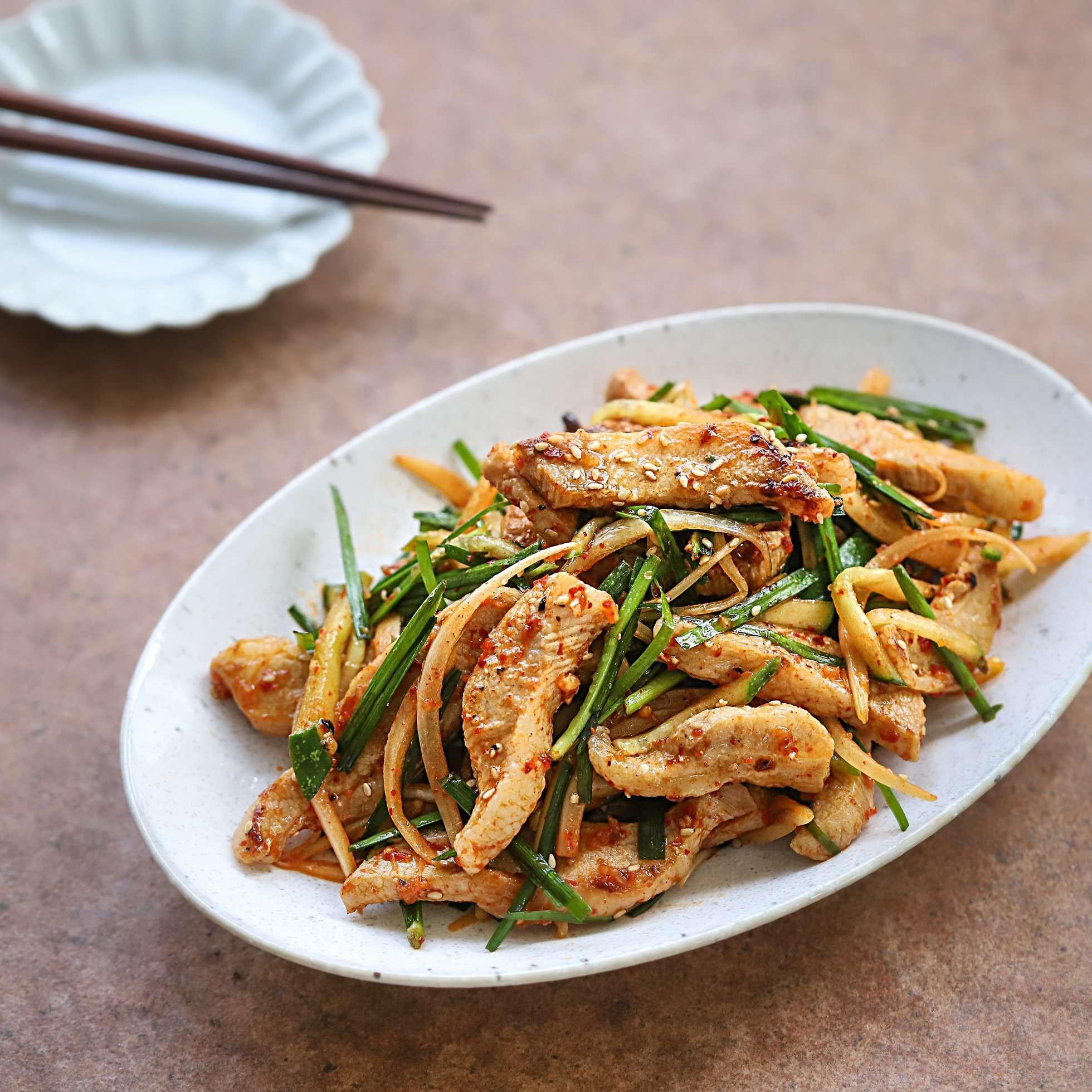 Học người Hàn làm món thịt trộn siêu tốc cho bữa tối ngon xuất sắc - Ảnh 7.