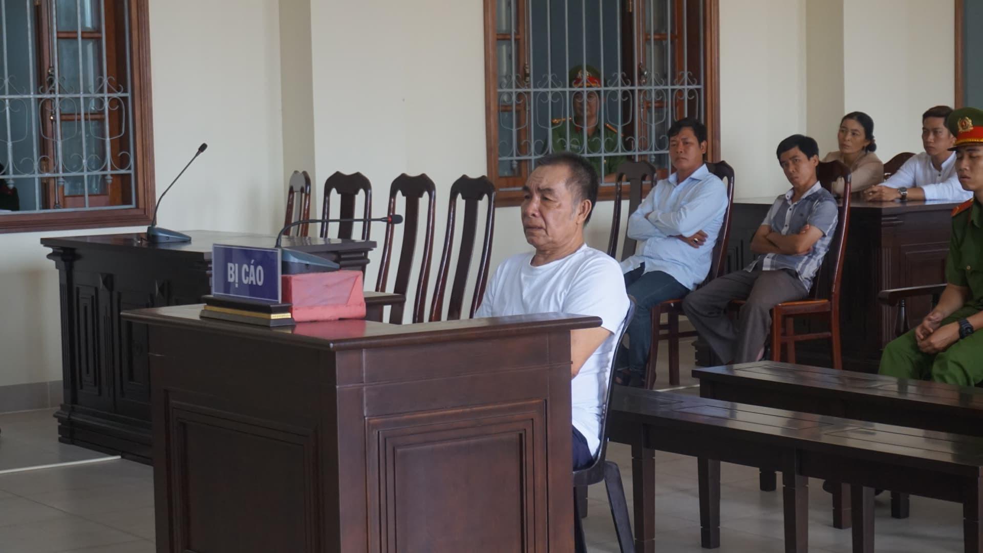 Cụ ông U80 lãnh án chung thân vì đánh chết hàng xóm 50 tuổi - Ảnh 1.