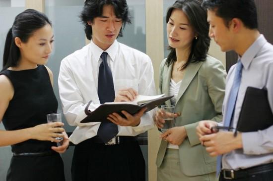 3 điều dân công sở nên làm để trở thành cánh tay phải đắc lực của sếp mới - Ảnh 2.