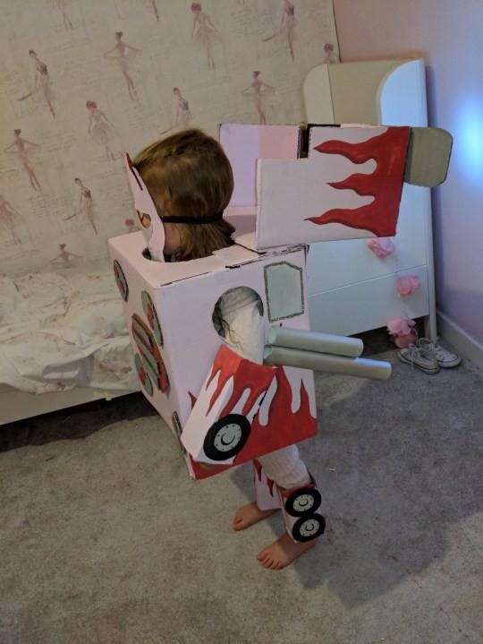 Mỗi mùa Halloween, mẹ lại cặm cụi làm cho con những bộ đồ hóa trang có 1-0-2, chẳng lo bị đụng hàng - Ảnh 5.