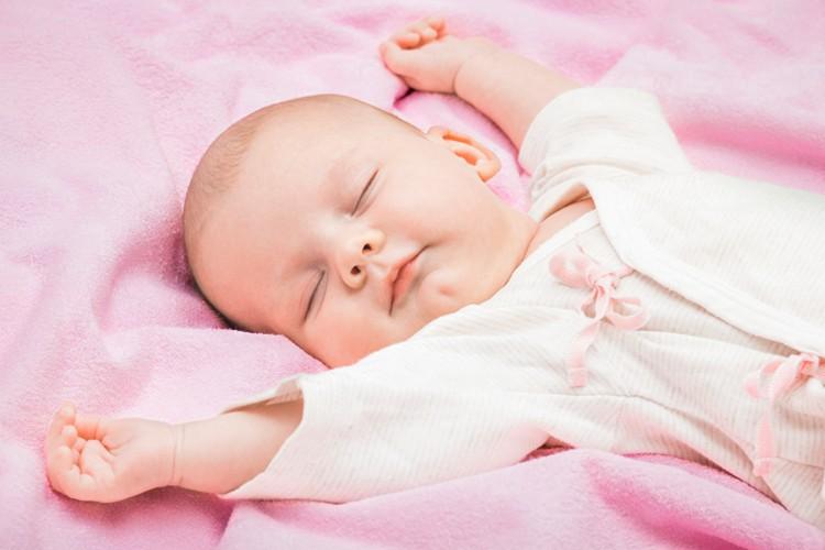 Trẻ ngủ sai tư thế: Mẹ sai lầm, con gánh hậu quả - Ảnh 2.