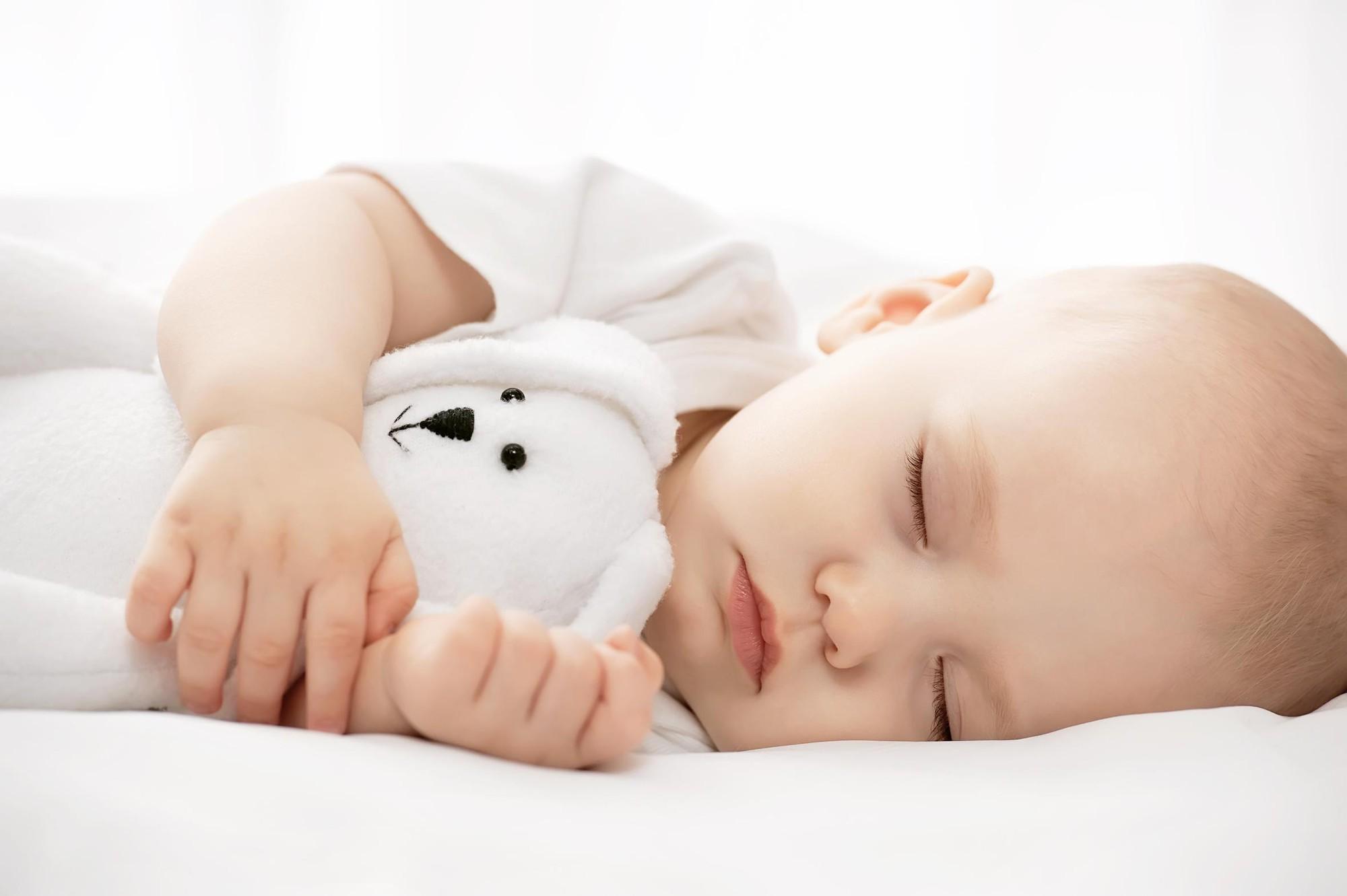 Trẻ ngủ sai tư thế: Mẹ sai lầm, con gánh hậu quả - Ảnh 3.