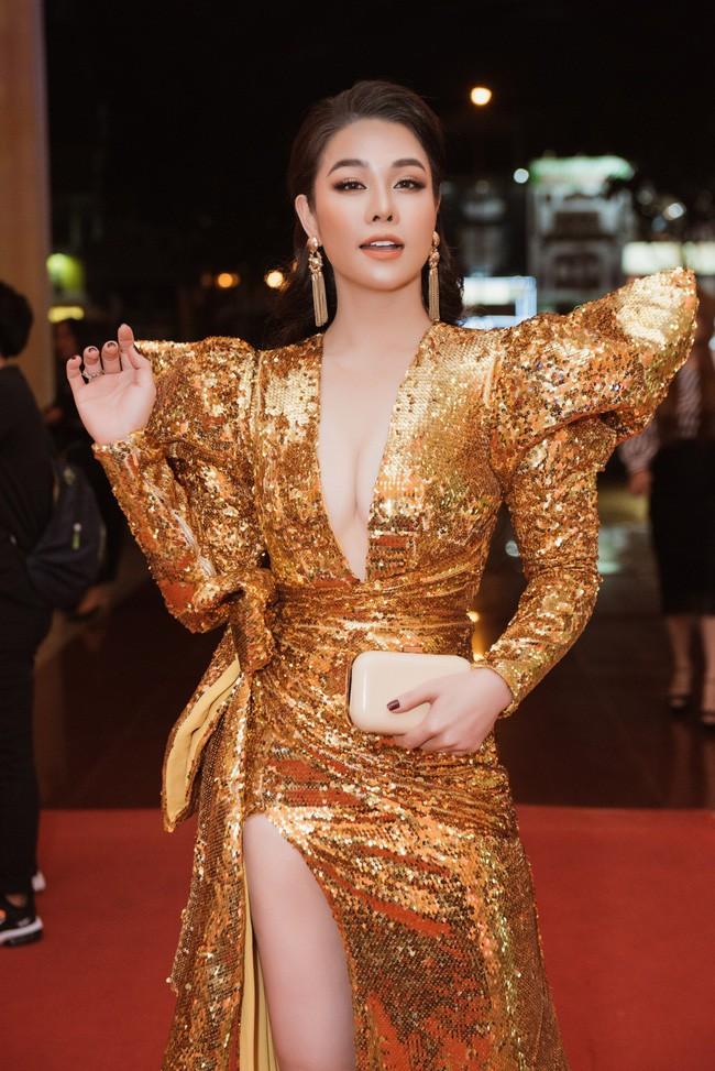 Kém 12cm chiều cao, Nhật Kim Anh cũng chẳng kém đẹp so với Siêu mẫu quốc tế Khả Trang khi cùng diện đầm lộng lẫy - Ảnh 1.