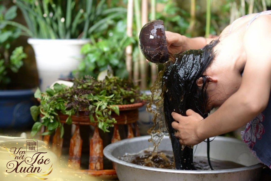 Mái tóc đen dài suôn mượt làm nên vẻ đẹp vượt thời gian của phụ nữ Việt - Ảnh 2.