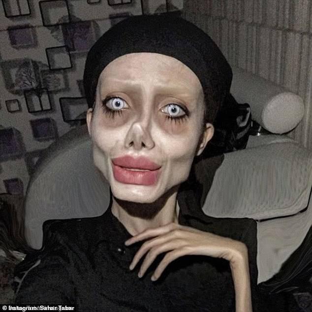 """Bản sao """"xác sống"""" của Angelina Jolie bị cảnh sát bắt giữ vì những lời vạ miệng trên mạng xã hội - Ảnh 1."""