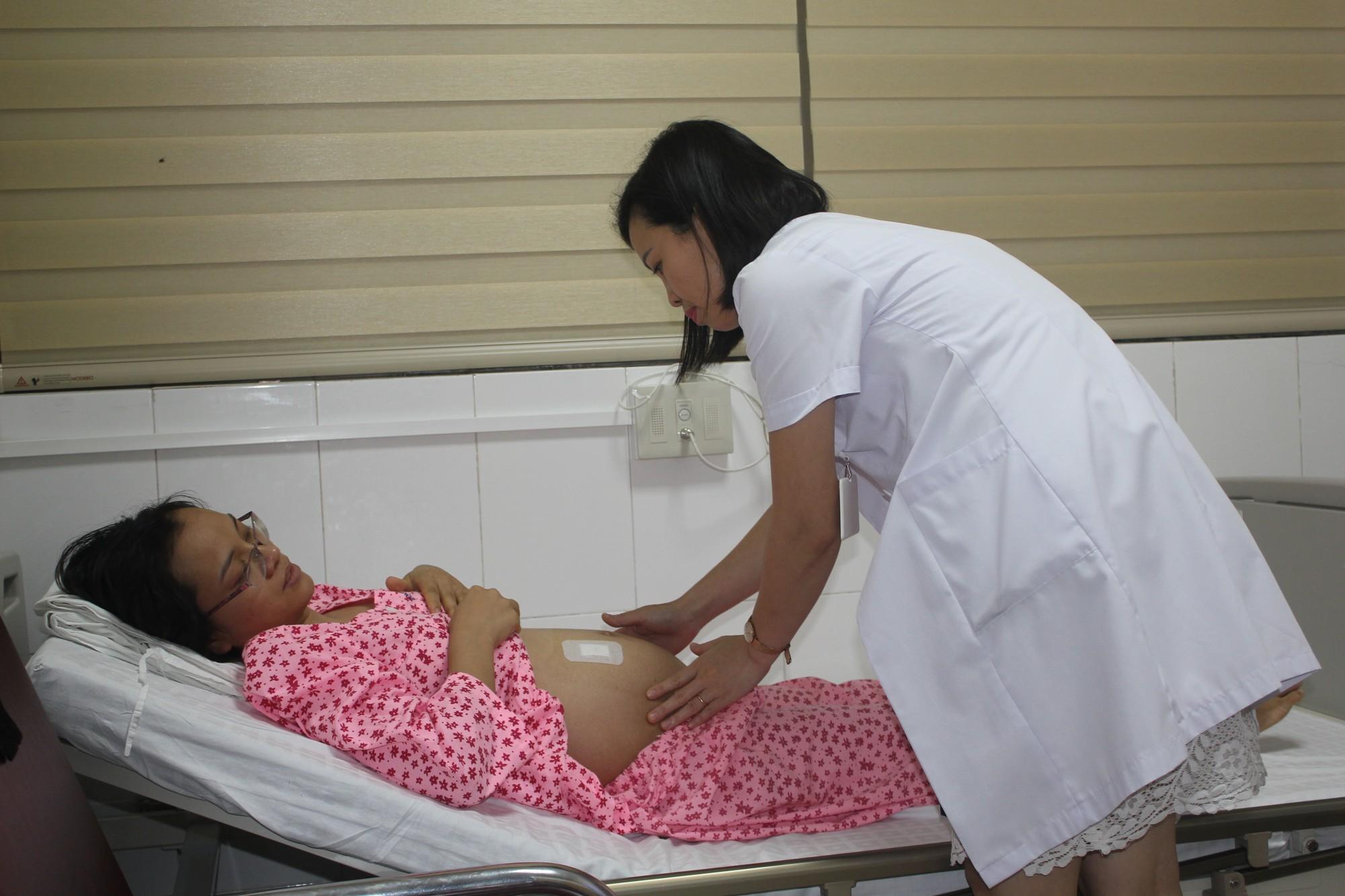 Lần đầu tiên Việt Nam chữa được bệnh cho thai nhi ngay trong buồng ối - Ảnh 1.