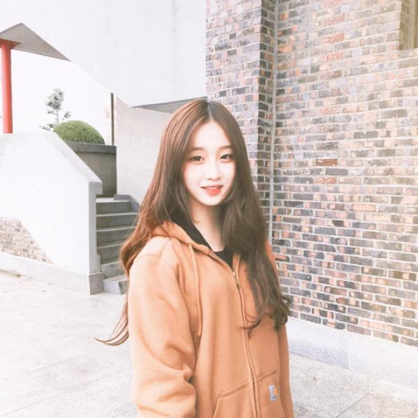 """Chỉ vì tóc mái không bết của một cô nàng Hàn Quốc, cô gái trẻ đã phát hiện bạn trai """"cắm sừng"""" nhờ vài tấm ảnh trên facebook - Ảnh 1."""