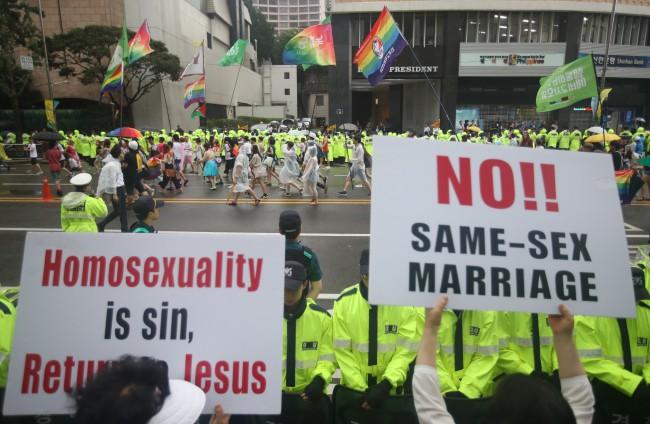 Nỗi khổ của cộng đồng LGBT ở Hàn Quốc: Bị xem như dân thứ cấp, không dám sống đúng với giới tính vì đâu đâu cũng kỳ thị - Ảnh 6.