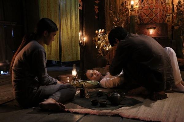"""Review phim """"Thất Sơn Tâm Linh"""": Phim bị cắt đầy hụt hẫng, có yếu tố gây rùng rợn nhưng """"chưa đã"""" - Ảnh 5."""