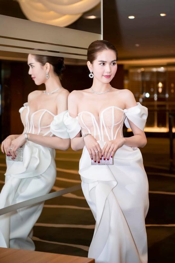 """Ngọc Trinh diện đầm dễ gây hiểu nhầm, và sao lại giống bộ váy như """"quấn khăn tắm đi tiệc"""" tại Cannes thế này - Ảnh 2."""