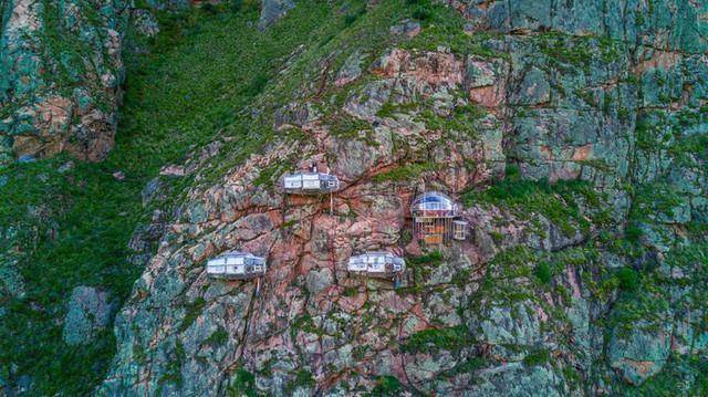 Một khách sạn ở Peru cũng xây dựng ngay giữa kỳ quan và được ca ngợi hết lời, còn nhà nghỉ ở Mã Pì Lèng lại bị tẩy chay dữ dội: Nhìn những hình ảnh này bạn sẽ có câu trả lời! - Ảnh 2.