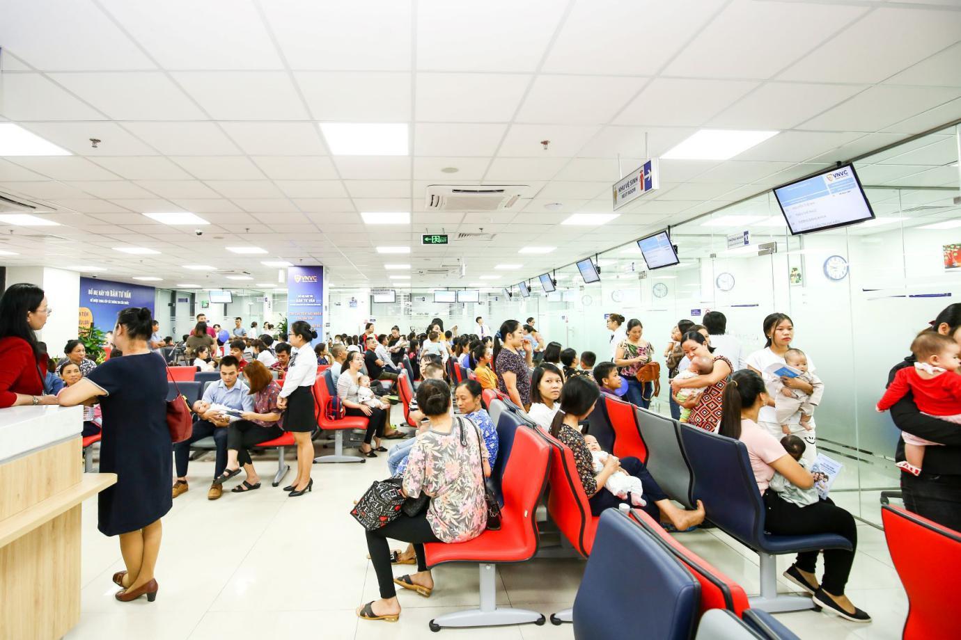 Ấn tượng với trải nghiệm tiêm chủng 5 sao tại VNVC Phú Thọ - Ảnh 2.