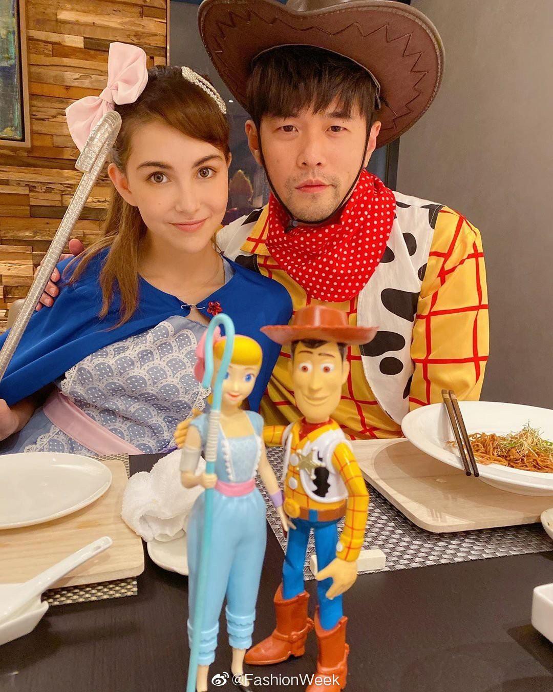 """Vbiz có vợ chồng Hà Tăng thì Cbiz có Châu Kiệt Luân – Côn Lăng """"gây bão"""" với màn hóa trang Halloween quá tình cảm - Ảnh 2."""