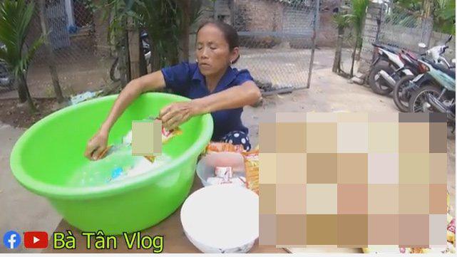 """Bà Tân Vlog tuyên bố thay đổi cách làm clip, ai ngờ lại bị dân mạng soi đi """"sao chép"""" ý tưởng của kênh ẩm thực nổi tiếng khác - Ảnh 10."""
