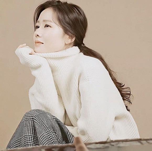 """Chỉ là hình hậu trường chụp ảnh quảng cáo thôi mà đã đẹp hết phần thiên hạ thế này rồi, bảo sao Son Ye Jin vẫn được xem là """"tình đầu quốc dân"""" số 1 Hàn Quốc - Ảnh 8."""