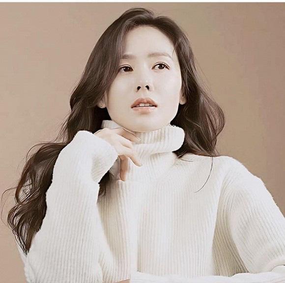 """Chỉ là hình hậu trường chụp ảnh quảng cáo thôi mà đã đẹp hết phần thiên hạ thế này rồi, bảo sao Son Ye Jin vẫn được xem là """"tình đầu quốc dân"""" số 1 Hàn Quốc - Ảnh 9."""