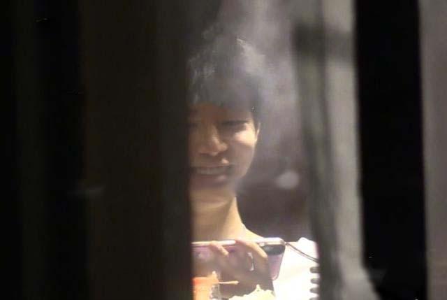 Em trai cưng của Phạm Băng Băng nhận chỉ trích nặng nề khi bị bắt gặp đang phì phèo thuốc lá - Ảnh 3.