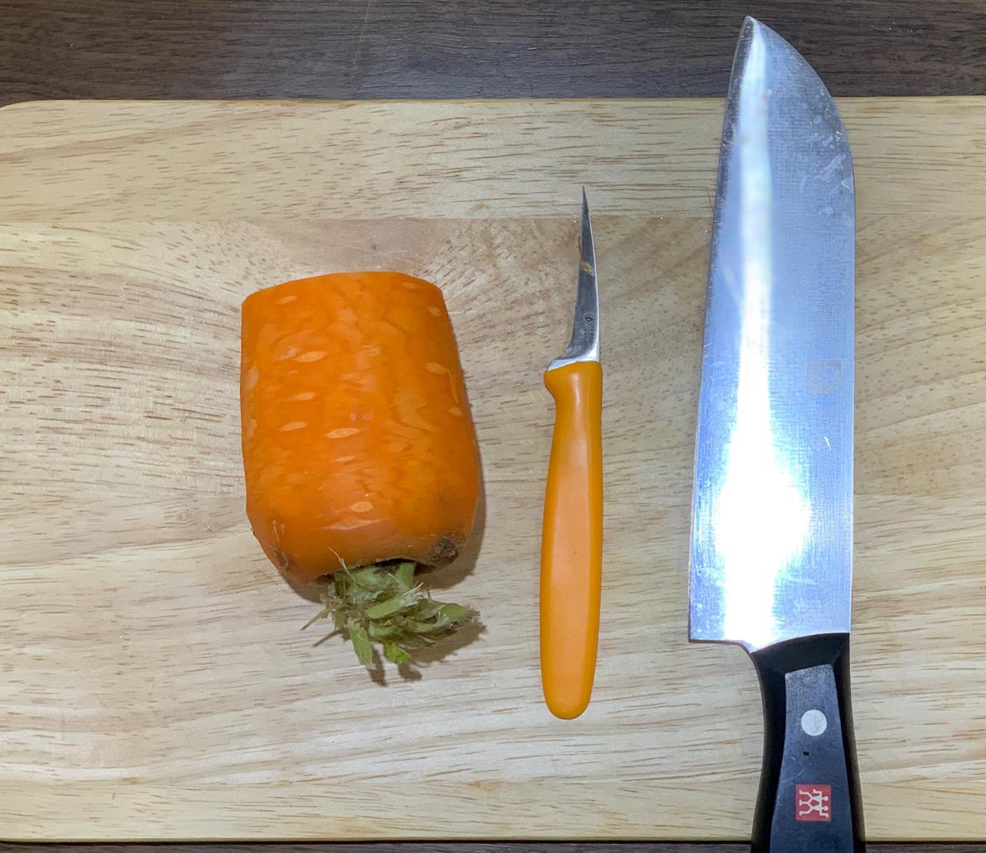 Việt Nam không có lá phong, học ngay cách cắt tỉa cà rốt thành lá phong trang trí đĩa ăn thật lãng mạn - Ảnh 2.