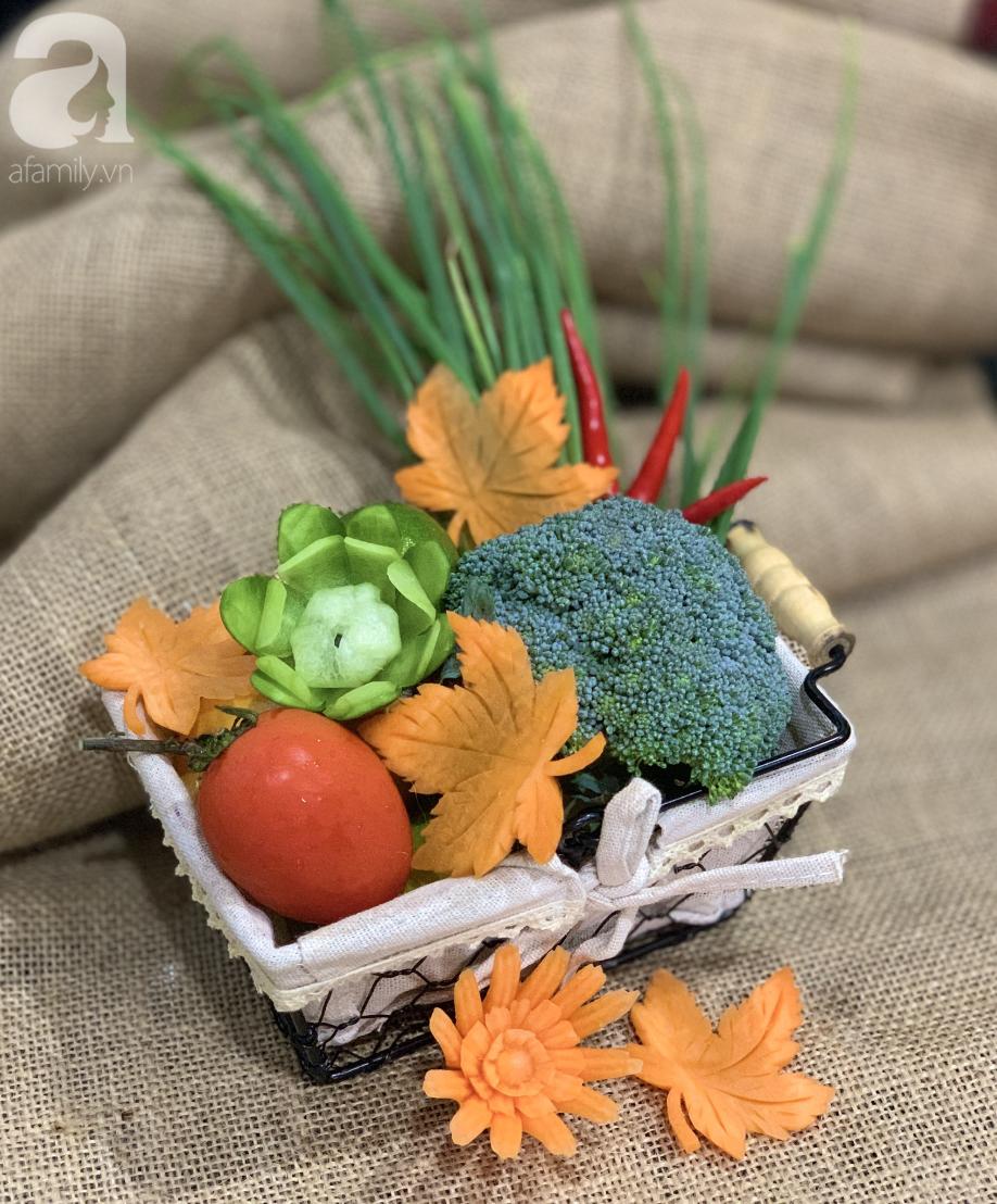 Việt Nam không có lá phong, học ngay cách cắt tỉa cà rốt thành lá phong trang trí đĩa ăn thật lãng mạn - Ảnh 1.