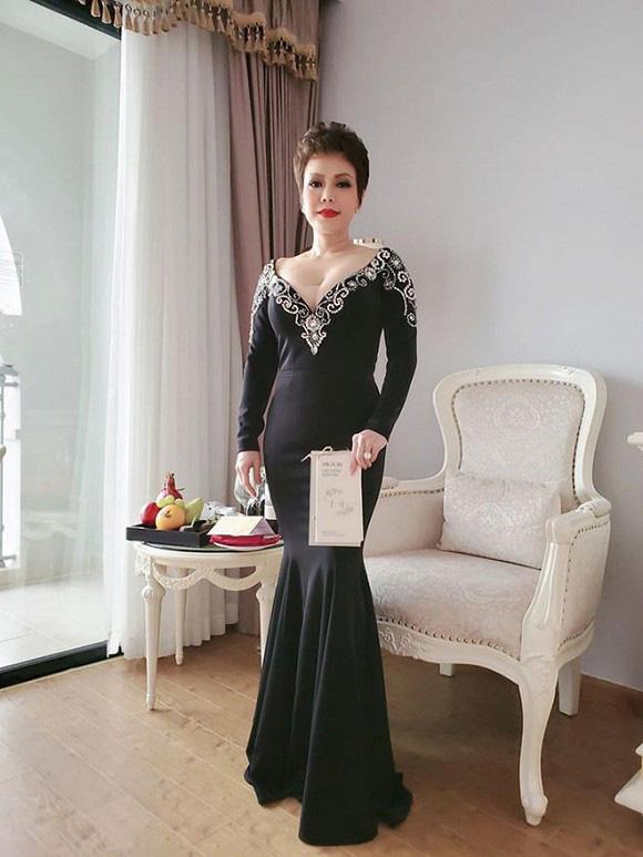"""Bị chê mặc đồ """"hơi lố"""" trong đám cưới Đông Nhi - Ông Cao Thắng, Việt Hương lên tiếng giải thích - Ảnh 2."""