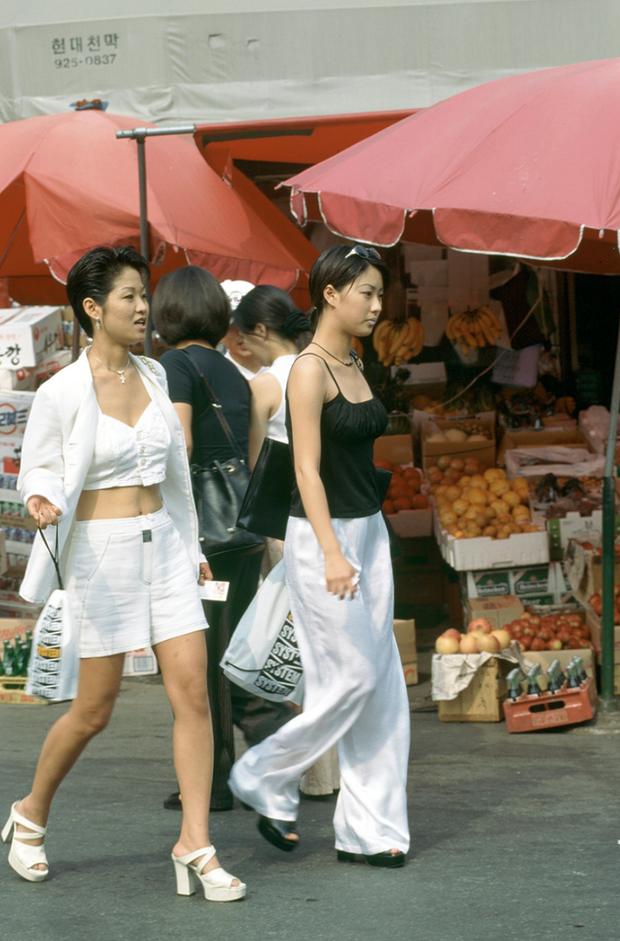 Nam thanh nữ tú xứ Hàn những năm 90: Lên đồ chặt chém, bắt trend nhạy chẳng kém idol Kpop - Ảnh 1.