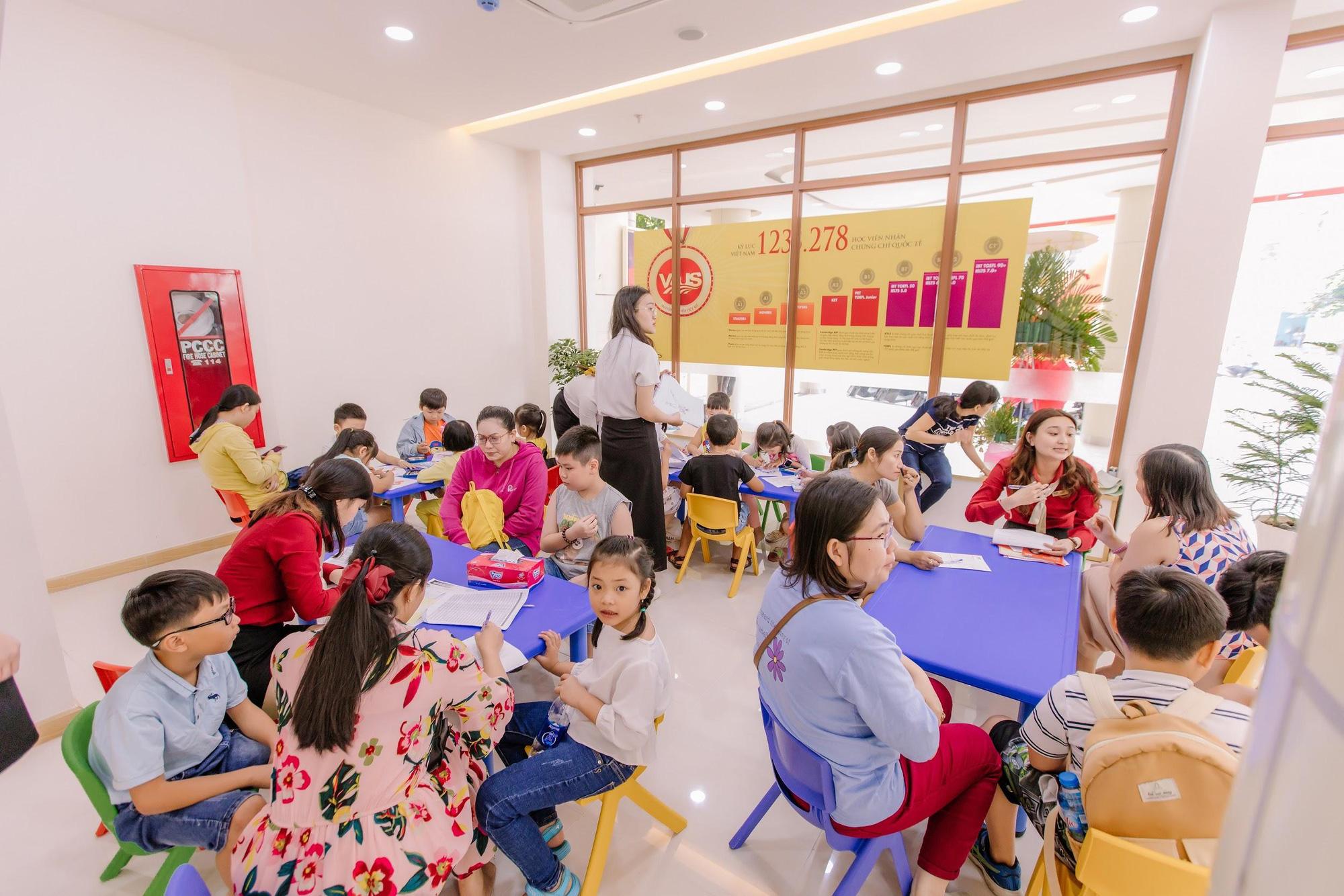 Học viên trải nghiệm lớp học tại cơ sở mới Vus Tên Lửa - Ảnh 1.