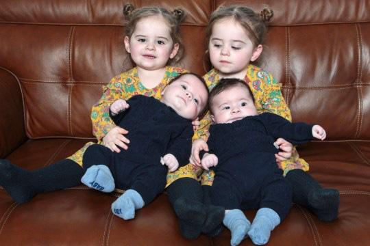 Bất chấp tỉ lệ hiếm hoi 1/700.000 người, bà mẹ hạ sinh thành công 2 cặp song sinh liên tiếp đẹp như tranh vẽ - Ảnh 3.