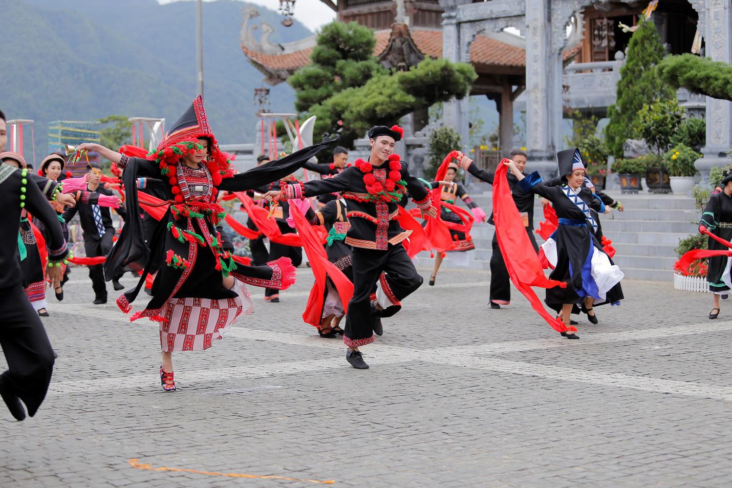 Dấu ấn Tây Bắc - đòn bẩy để Sun World Fansipan Legend được vinh danh trong giải thưởng du lịch thế giới - Ảnh 2.