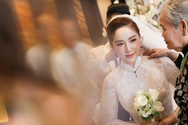 Cô dâu Bảo Thy: 2 ngày cùng tông make up nhưng lẽ rước dâu dịu dàng bao nhiêu thì đám cưới lại sắc sảo lộng lẫy bấy nhiêu - Ảnh 3.