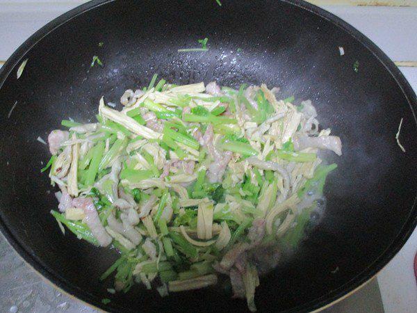 Món thịt xào làm chỉ trong 15 phút nhưng ăn ngon miễn bàn - Ảnh 4.