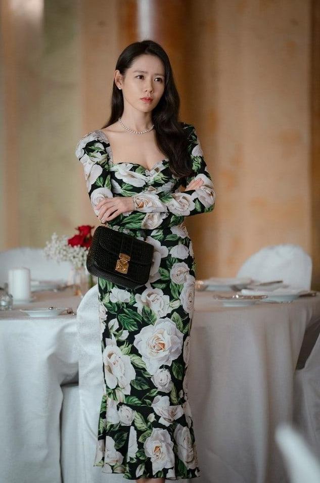 Tạo hình siêu xinh đẹp của Son Ye Jin trong phim đóng cùng Hyun Bin: Đúng chuẩn con gái nhà tài phiệt - Ảnh 3.