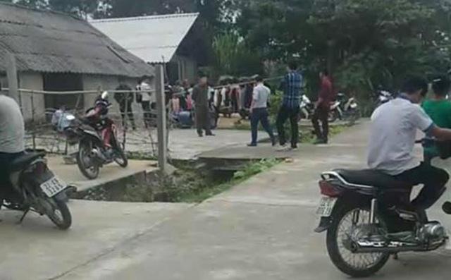 """Vụ cha cùng hai con nhỏ treo cổ tự tử trong ngôi nhà khoá trái cửa ở Tuyên Quang: Trên tường nhà viết """"hận vợ"""" - Ảnh 2."""