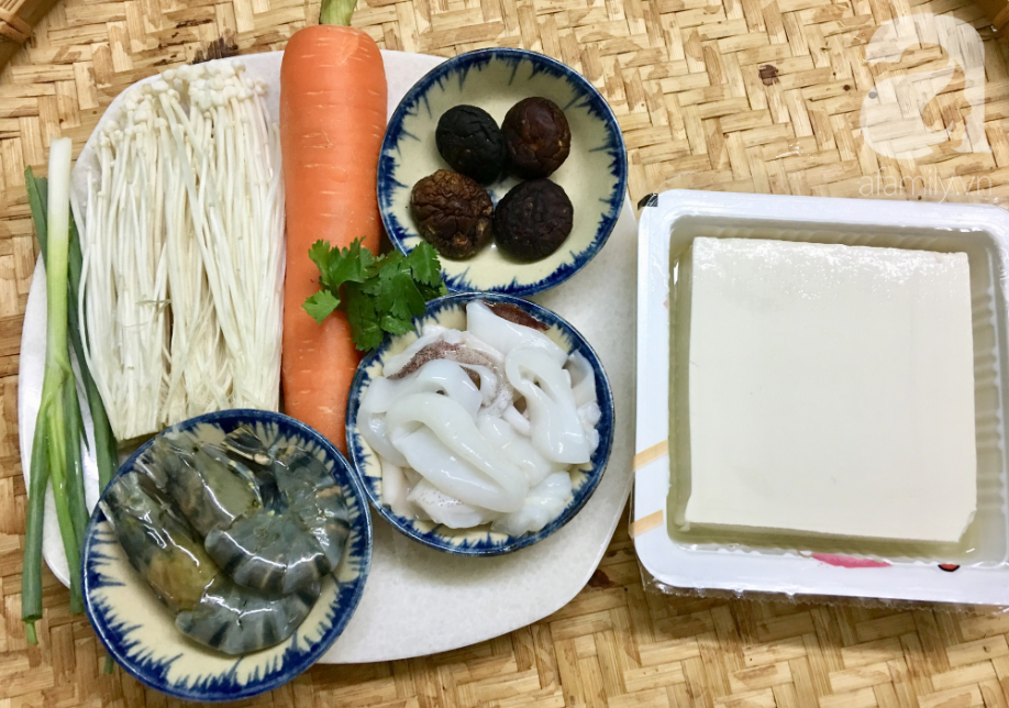 Cuối tuần đổi món cho cả nhà với đậu hũ hải sản hấp giấy bạc siêu lạ miệng - Ảnh 1.