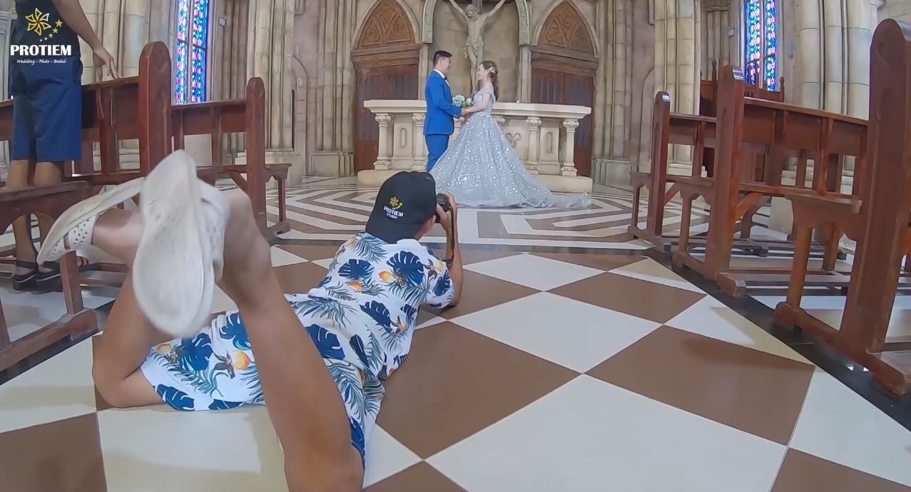 Tung video chụp ảnh cưới… nhưng anh thợ chụp ảnh mới là người chiếm spotlight khiến cộng đồng mạng nhiệt liệt thả tim - Ảnh 3.