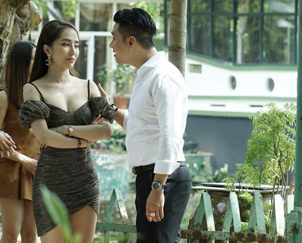 """Ăn đứt """"Về nhà đi con"""", Quỳnh Nga trong """"Sinh Tử"""": Gái ngàng cao cấp, ăn mặc hở trên ngắn dưới sexy gấp trăm lần Nhã - Ảnh 4."""