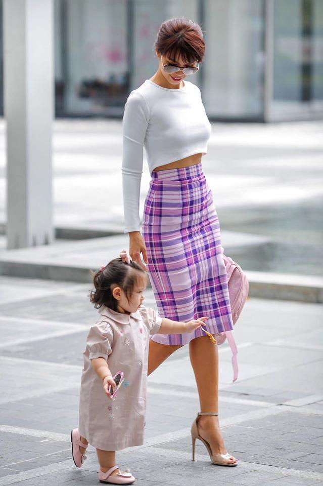 Bé Myla mới hơn 1 tuổi mà đã cao to bằng đứa trẻ 3 tuổi, hóa ra là nhờ cách cho con ăn dặm cực khéo của siêu mẫu Hà Anh - Ảnh 7.