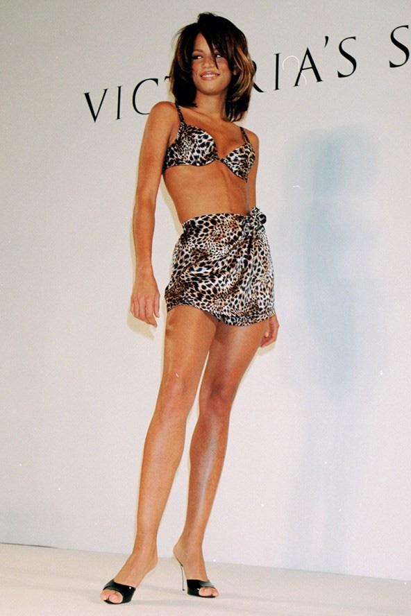 Loạt khoảnh khắc lịch sử của Victorias Secret Fashion Show: Từ sexy, thần tiên đến choáng ngợp đều có đủ, ai xem cũng khó mà kìm lòng - Ảnh 1.