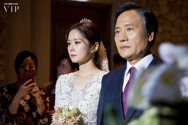Jang Nara trong phim bóc phốt chồng ngoại tình: Đẹp từ kiểu tóc, cách trang điểm cho đến style công sở siêu sang và mẫu mực - Ảnh 6.