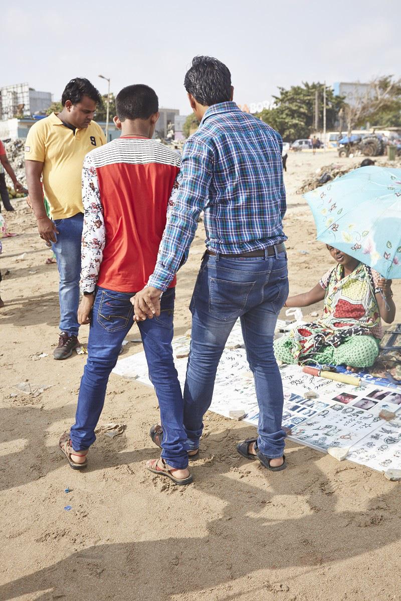 Nắm tay nhau mỗi khi ra đường: Nét văn hóa kỳ lạ nhưng thú vị giữa những anh đàn ông Ấn Độ - Ảnh 3.