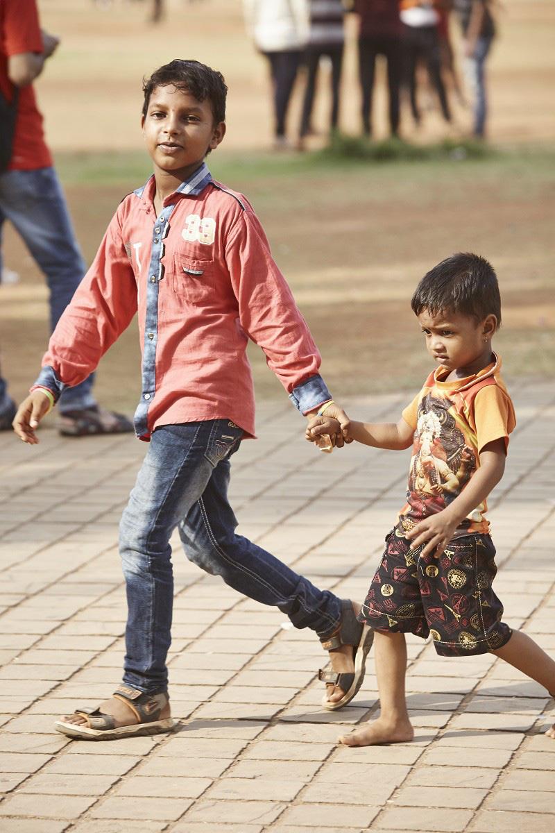 Nắm tay nhau mỗi khi ra đường: Nét văn hóa kỳ lạ nhưng thú vị giữa những anh đàn ông Ấn Độ - Ảnh 15.