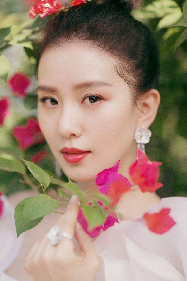 """Giữa dàn mỹ nhân lộng lẫy tại Kim Kê Bách Hoa 2019, Lưu Thi Thi lại là nhân vật """"gây bão"""" vì nhan sắc của """"gái một con"""" - Ảnh 3."""