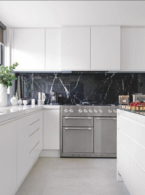 Những ý tưởng trang trí nhà bếp màu đen siêu ấn tượng - Ảnh 22.