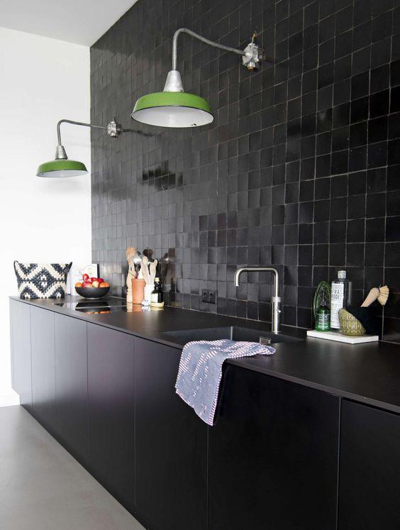 Những ý tưởng trang trí nhà bếp màu đen siêu ấn tượng - Ảnh 4.