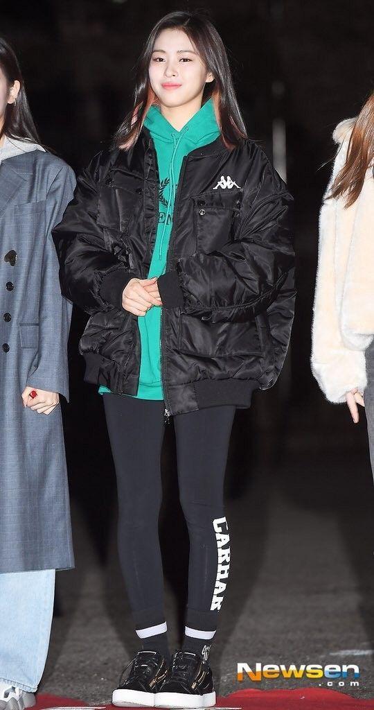 Cả Yoona lẫn Ryujin (ITZY) đều bị lộ chân vòng kiềng bởi một kiểu quần, nàng chân cong nên tránh ngay - Ảnh 4.