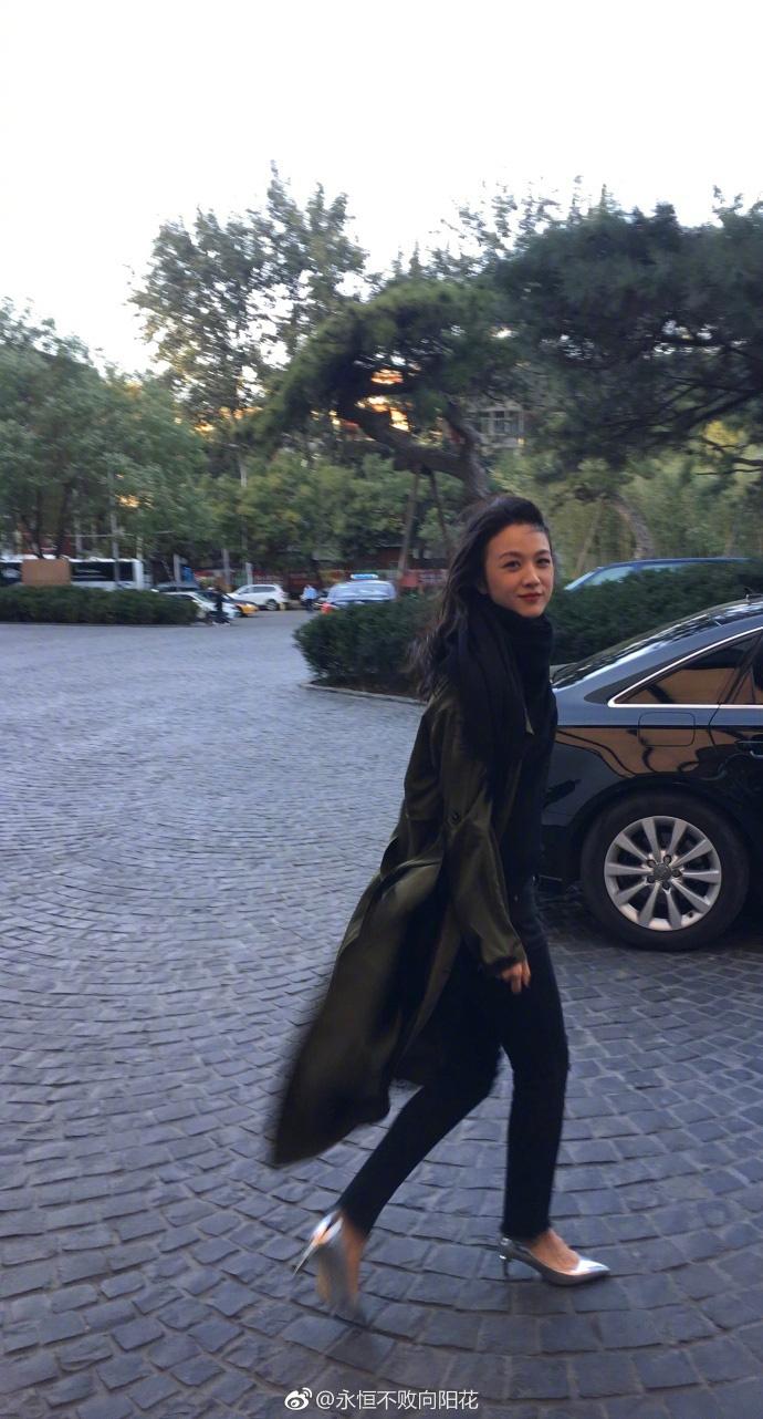 2 nhan sắc phá đảo Weibo bởi chùm ảnh chụp vội của team qua đường: Thang Duy đẹp đẳng cấp, Angela Baby quá hoàn mỹ - Ảnh 5.