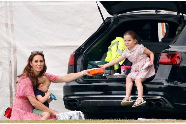 """Chìa khóa nuôi dạy con của nữ công tước xứ Cambridge, Kate Middleton: """"Tôi muốn các con được trải nghiệm mọi thứ từ thực tế"""" - Ảnh 6."""