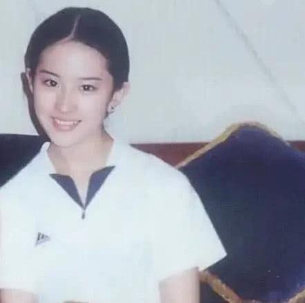 Netizen phát sốt với hình ảnh thời Lưu Diệc Phi còn cắp sách tới trường, đẳng cấp mỹ nhân là đây - Ảnh 2.